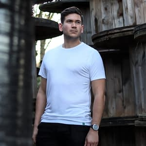 Hvid bambus t-shirt på mand